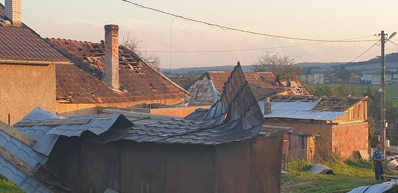 Rövid szakaszon, óriási károkat okozott a felvidéki tornádó